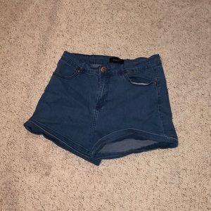 SALE 3/$10 🎉 high waisted jean shorts medium wash